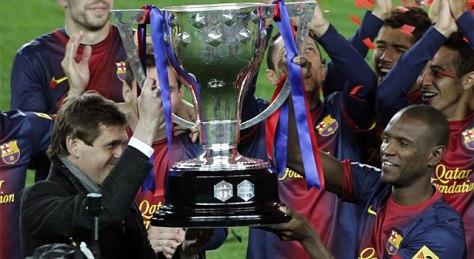 Tito y Abidal levantan la última Liga del Barça