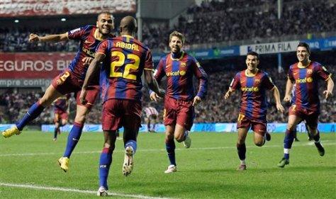 Abidal celebrando su primer gol con el Barça en San Mamés