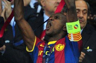 Abidal levanta la cuata Champions del Barça en una imagen para la historia. FOTO | Carl de Souza