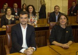 Elena Cortés junto al resto de diputados de Izquierda Unida en el Parlamento Andaluz